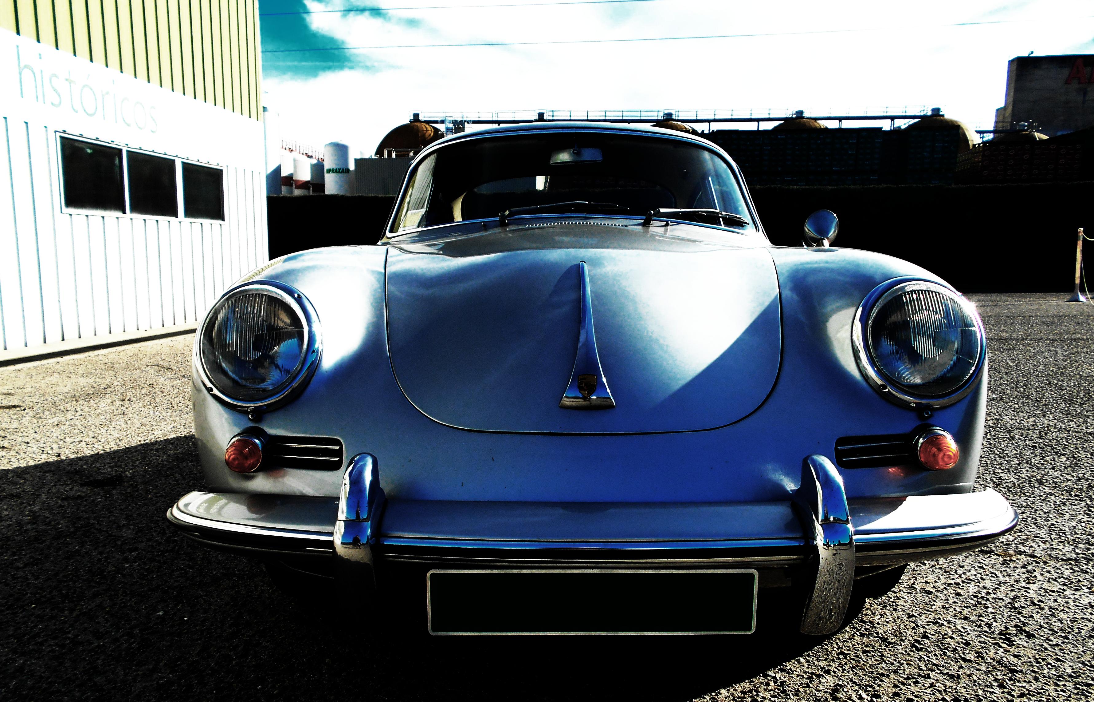 El Porsche 356b y sus típios faros redondos